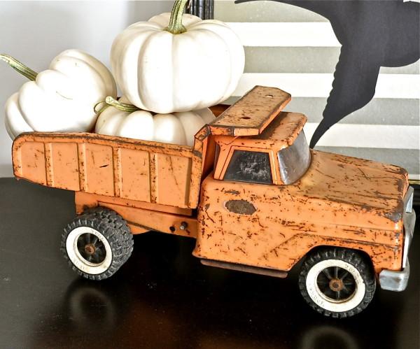 Truck full o' pumpkins