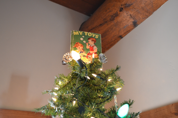 12 Days of Christmas Book Tree Topper