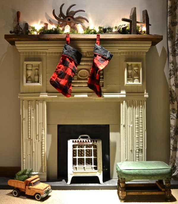 Carolers Displayed On A Mantle With Garland And Stockings: Country Design Style