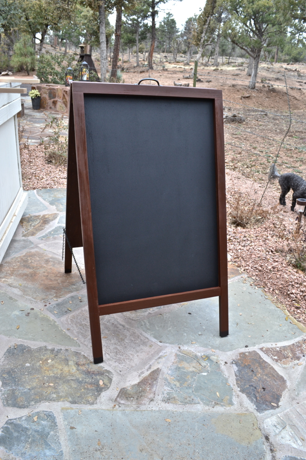 Chalkboard-easel-country-design-style