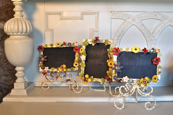 metal flower chalkboards http://countrydesignstyle.com #metalflowerchalkboards