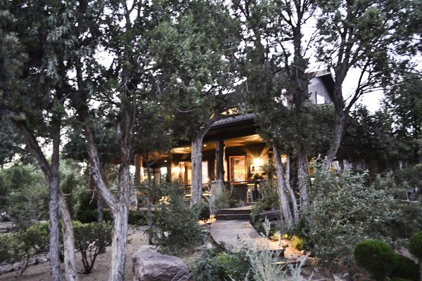 Cabin sparkles at night.  https://countrydesignstyle.com #cabin #cabinlights #cabinatnight