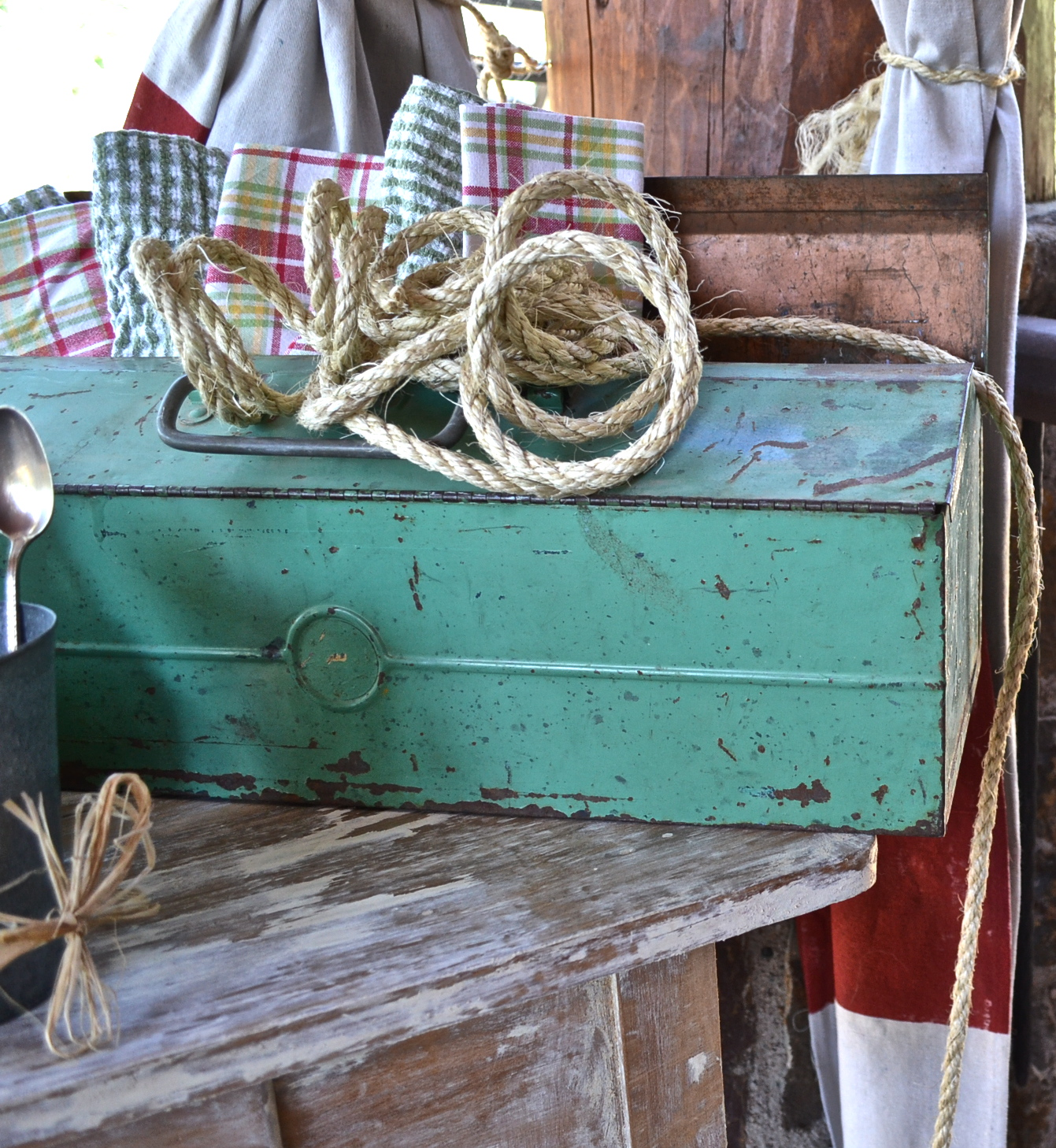 toolbox https://countrydesignstyle.com #hometour #blogtour #summer