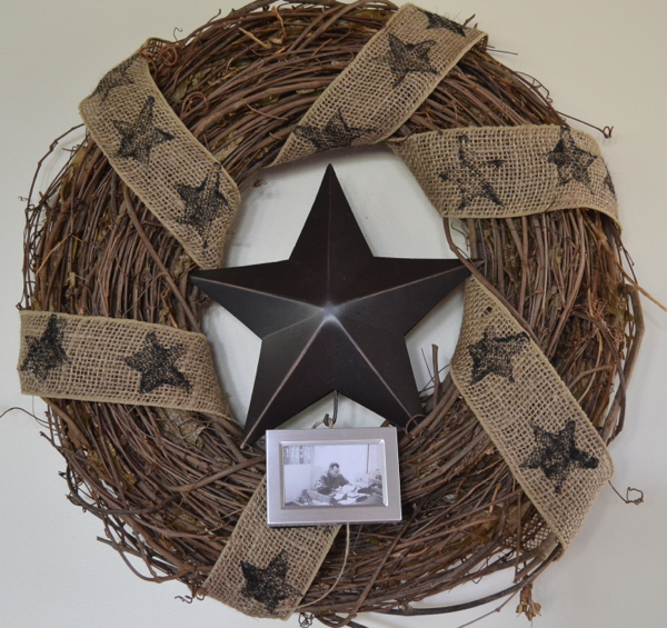 june wreath with stars http://countrydesignstyle.com #wreathwithstars