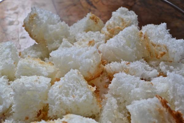 Cubed angel food cake https://countrydesignstyle.com #recipe #summerdessert #strawberries