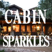 cabin sparkles http://countrydesignstyle.com #cabin #cabinatnight #cabinsparkles