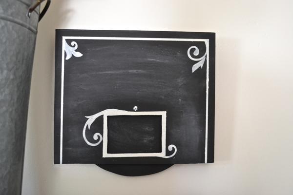 spinning chalkboard sign erased http://countrydesignstyle.com