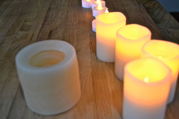 Chunky-flameless-votive-candles-country-design-style