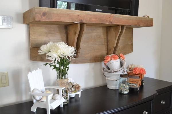 Shelf under TV http://countrydeisgnstyle.com #tvshelf #hangtv #rusticstyle
