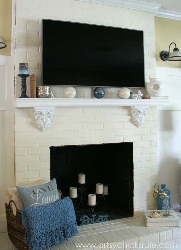 http://www.artsychicksrule.com/2013/11/black-friday-tv-time-family-room-makeover.html