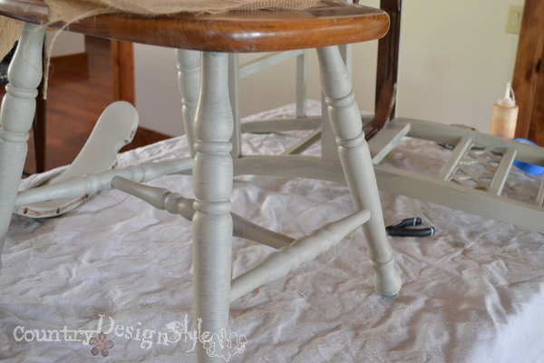 painting broken chairs http://countrydesignstyle.com