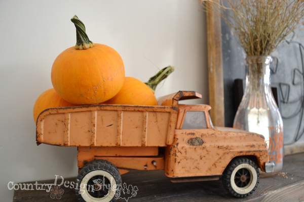 truck of pumpkins http://countrydesignstyle.com