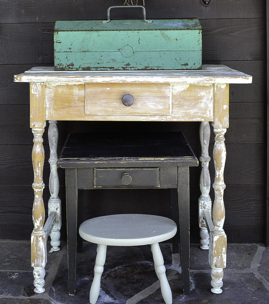 autumn-at-the-cabin-country-design-style-nesting-tables-Lr