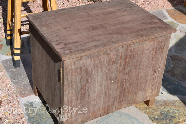 crate-furniture-red-lettering-country-design-style-4