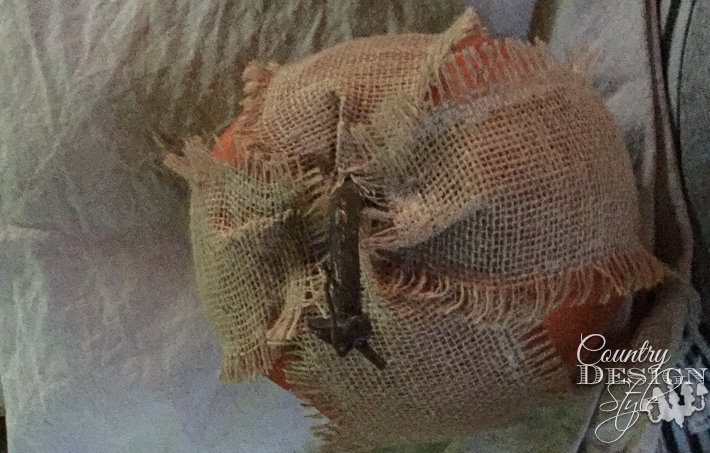 frayed-burlap-pumpkin-country-design-style-www.countrydesignstyle.com-6