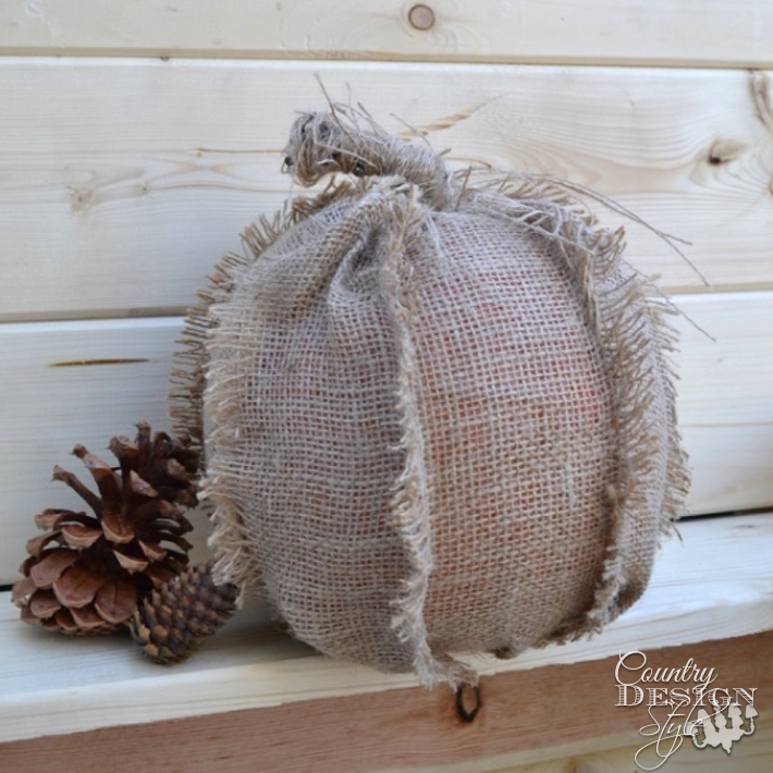 frayed-burlap-pumpkin-country-design-style-www.countrydesignstyle.com-sq2