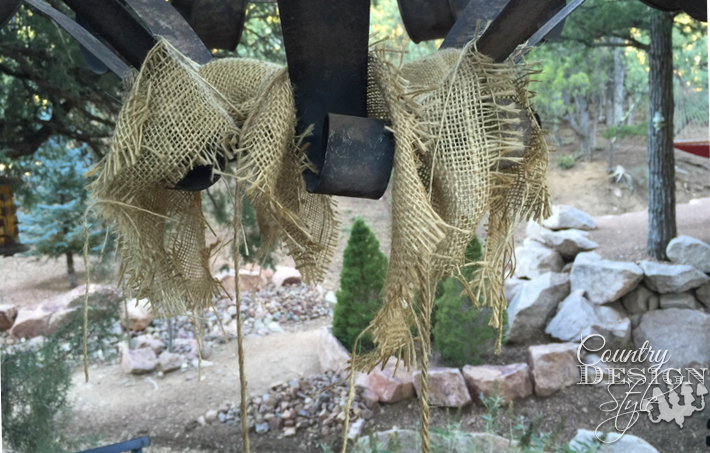 Droppy-burlap-countrydesignstyle.com