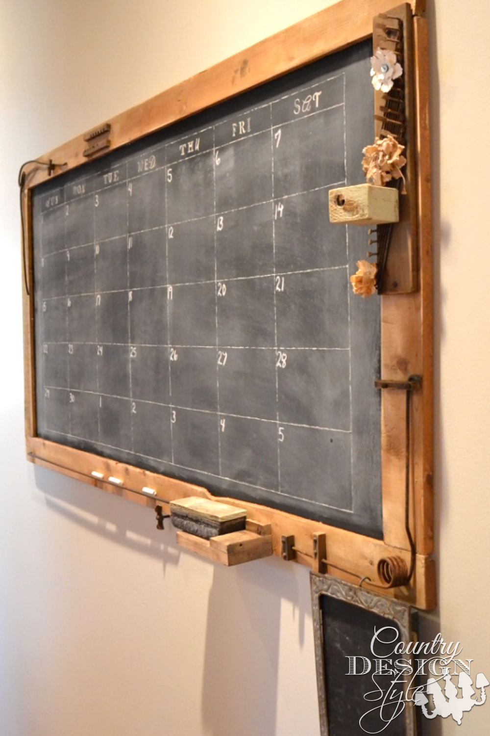 How to make a large chalkboard for under $25. Free plan download. Simple woodworking steps. Less than 1 hour to make the chalkboard. Free plans download. | countrydesignstyle.com