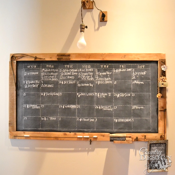 How to make a large chalkboard with free plans download for under $25. Free plan download. | countrydesignstyle.com