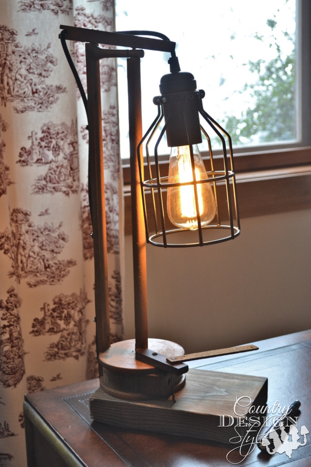 Vintage styled lamp | Country Design Style | countrydesignstyle.com