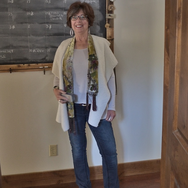 me at the chalkboard | Country Design Style | countrydesignstyle.com