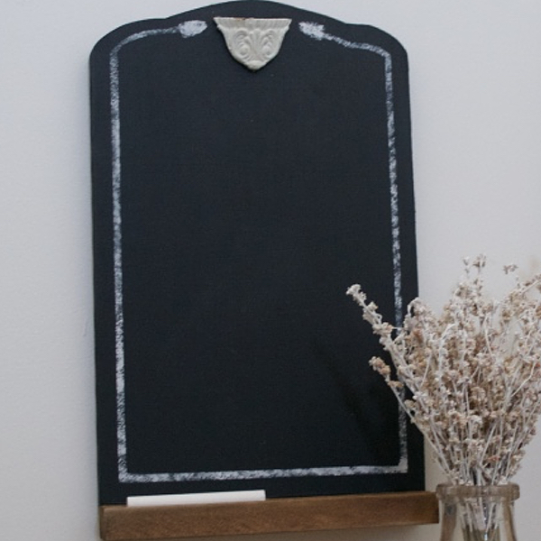 Small chalkboard with chalk   Country Design Style   countrydesignstyle.com
