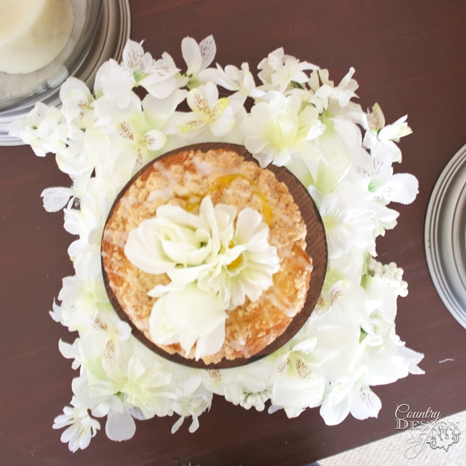 Floral Drape and cake | Country Design Style | countrydesignstyle.com