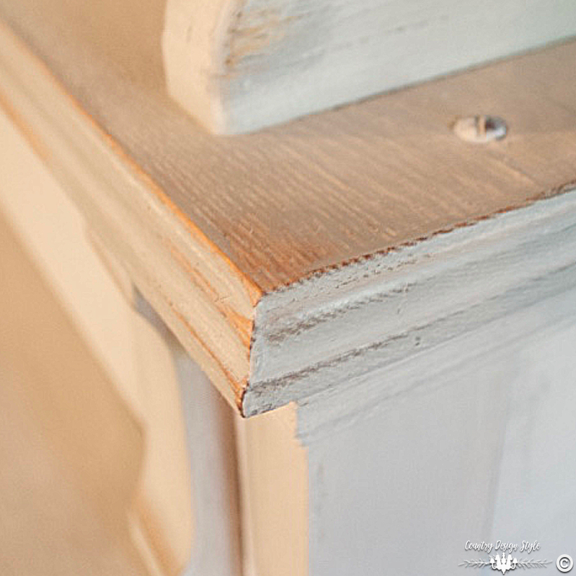 Sanding-Furniture-Tips-corners | Country Design Style | countrydesignstyle.com