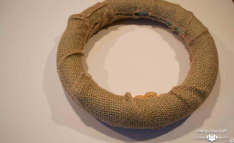 diy-peanut-wreath-the-ugly-country-design-style-countrydesignstyle-com