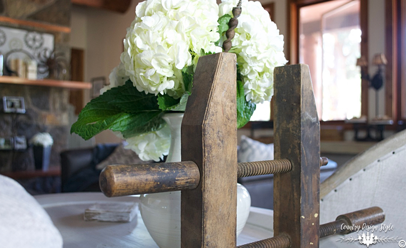 industrial-farmhouse-living-room-hydrangeas-and-clamp-country-design-style-countrydesignstyle-com