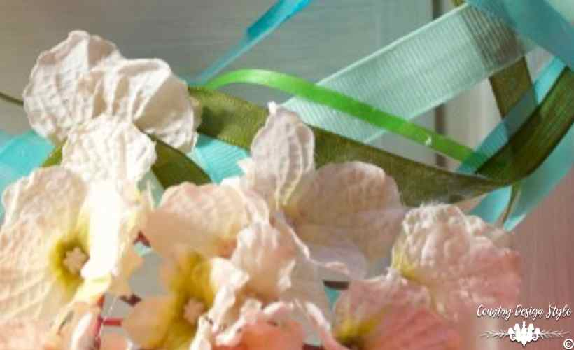 How to make a wreath with ribbons and mod podge