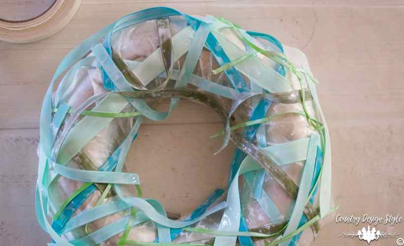 How to make a wreath with ribbons and mod podge - Country Design Style