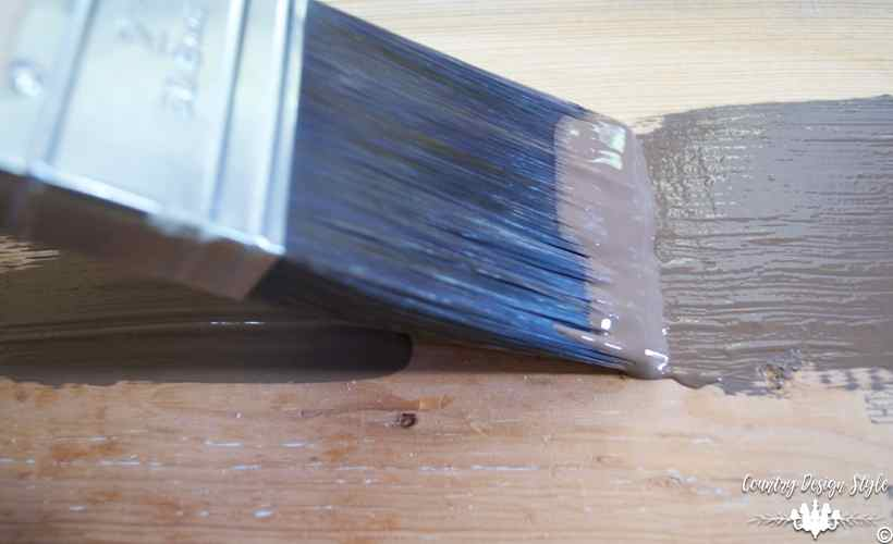 The-ultimate-guide-on-how-to-use-a-paint-brush-into-wet | Country Design Style | countrydesignstyle.com