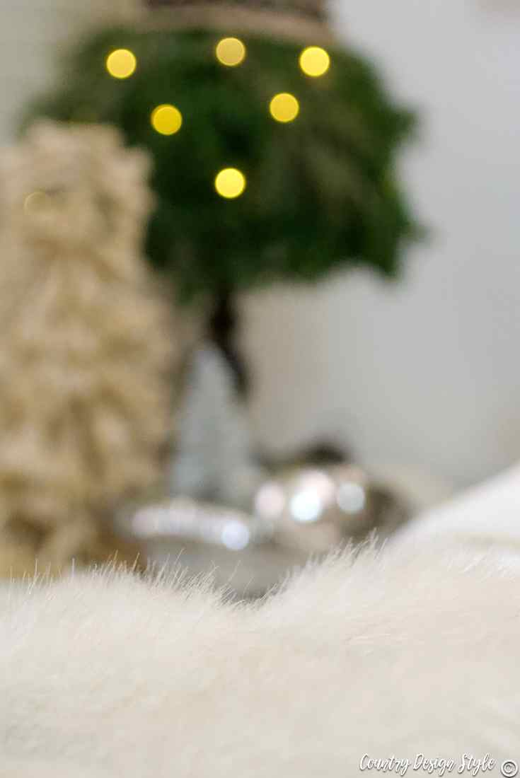 Romantic Christmas faux fur | Country Design Style | countrydesignstyle.com