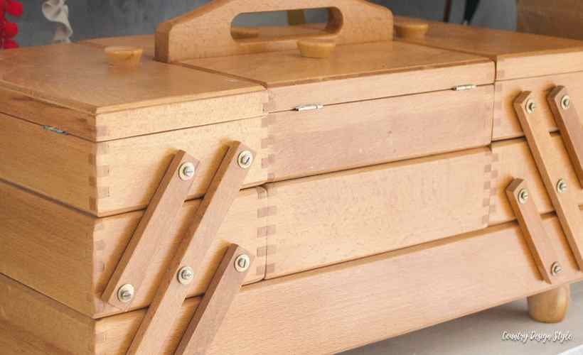 Sewing storage box with mementos | Country Design Style | countrydesignstyle.com