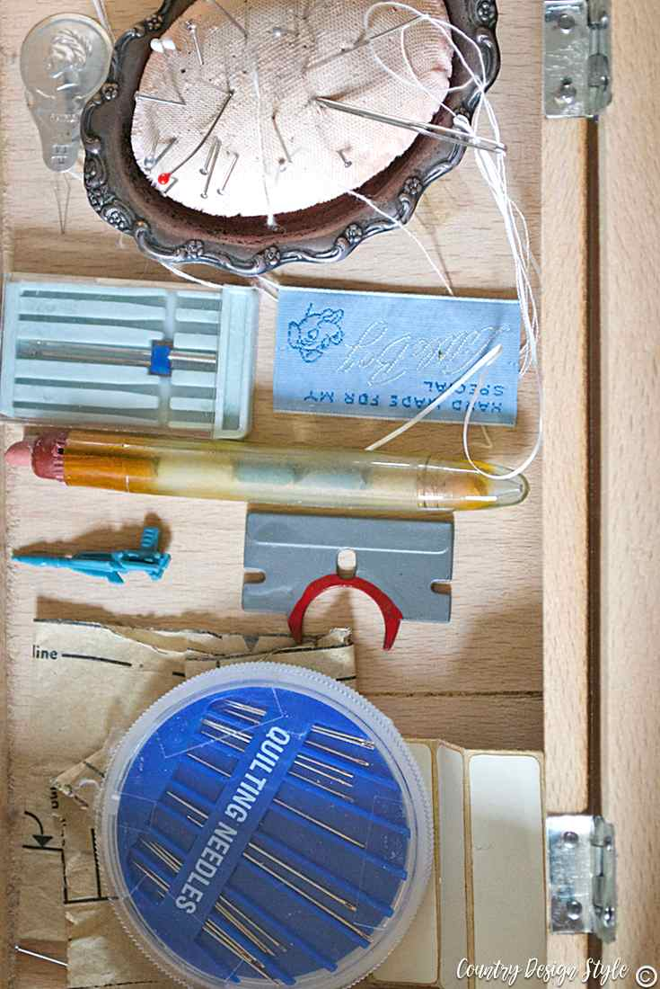 Sewing storage box with mementos keeping the things that make you smile | Country Design Style | countrydesignstyle.com