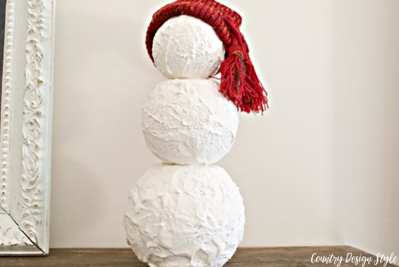 Winter snowman undressed | Country Design Style | countrydesignstyle.com