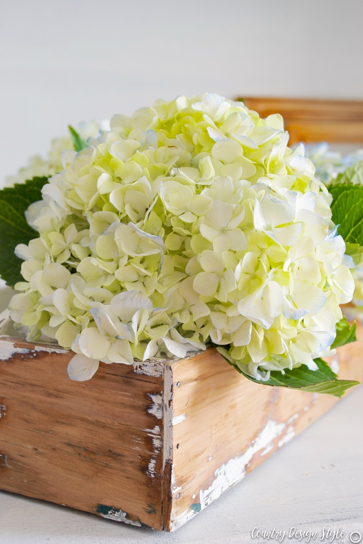 Hydrangea thrift store cheap wood crates | Country Design Style | countrydesignstyle.com