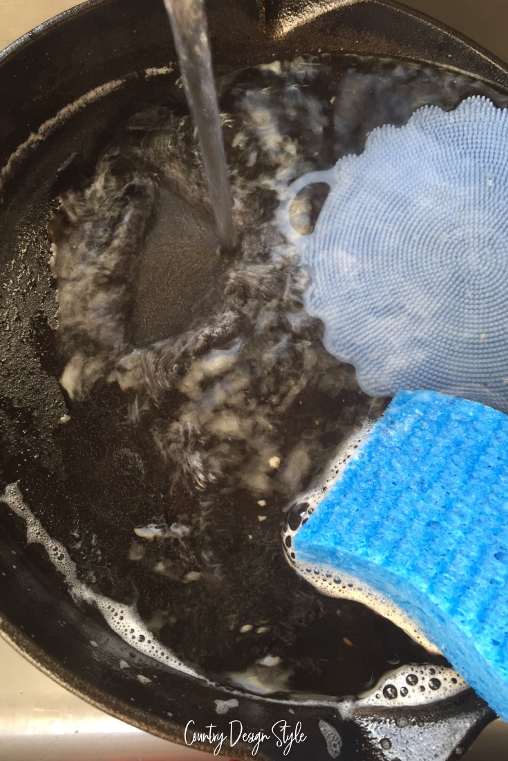 Rinsing and cleaning cast iron