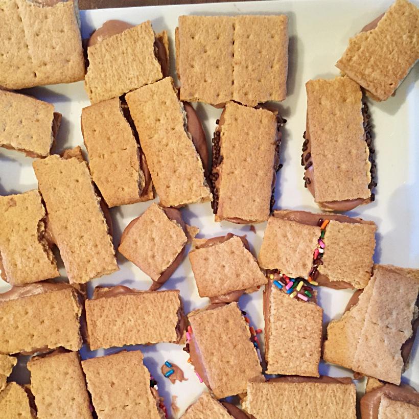 Graham Cracker Gingerbread House sq