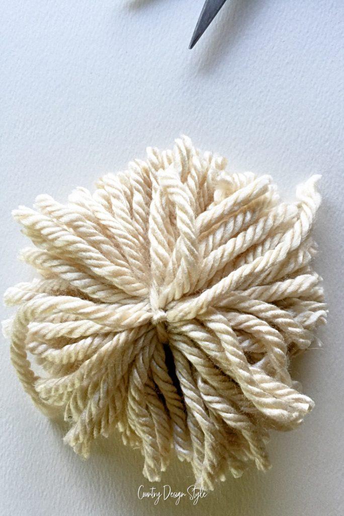 yarns loops cut