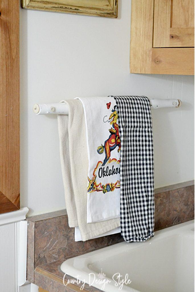 Spindle towel bar finished